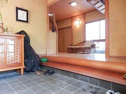 中古一戸建て-伊東市富戸 広々とした、和の玄関です。ちょっとした和風旅館の雰囲気がつかられています。