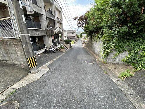 土地-福岡市城南区梅林1丁目 現地道路写真2です。