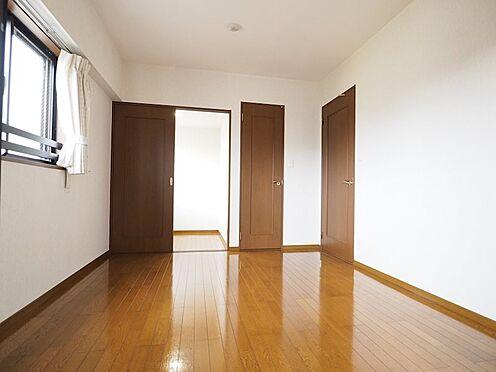 中古マンション-浦安市富士見5丁目 北側洋室7帖。角部屋なので2面採光で明るく通風良好です