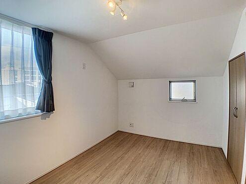 中古一戸建て-名古屋市千種区山添町2丁目 窓が2方向にあるので明るく、角部屋なので見晴らしがいいフローリングの部屋。