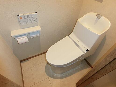 中古マンション-文京区本郷3丁目 温水洗浄機能付トイレを設置。家具・小物類は販売価格に含まれます