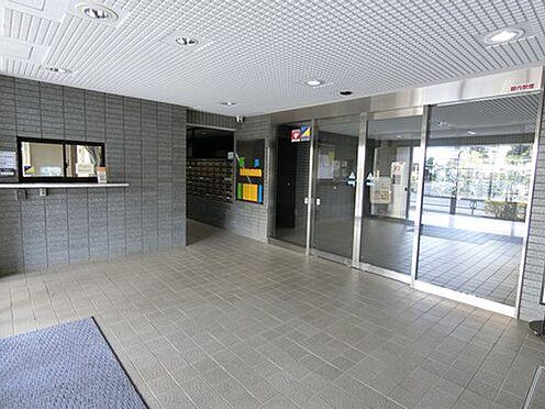 マンション(建物一部)-越谷市千間台西1丁目 落ち着いた開放的なエントランスです。