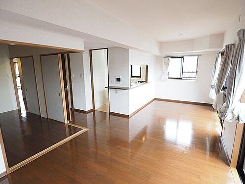 中古マンション-浦安市富士見5丁目 洋室の引き戸を開ければ広々21帖超のスペースになります
