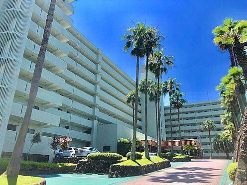 中古マンション-熱海市上多賀 青い空に緑のマ外観が映えるリゾート気分溢れるンション