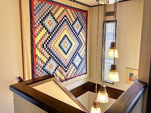 中古一戸建て-刈谷市築地町2丁目 2階にあがる階段にはお洒落なライトが付いています。