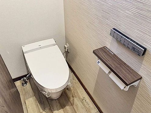 戸建賃貸-知多郡東浦町大字森岡字山之神 木目調の暖かい雰囲気のトイレ!