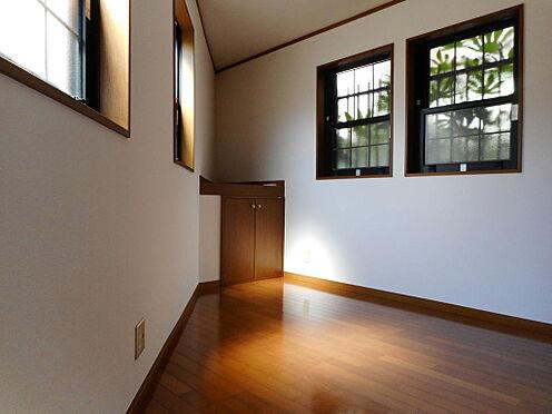 建物全部その他-西東京市保谷町6丁目 使い勝手の良い洋室には窓が多く風通し良好、明るい室内です。