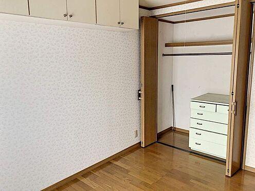 中古一戸建て-豊田市志賀町下番戸 洋室にはクローゼット、納戸があるので荷物をすっきり片付けられます。小屋裏収納もあるのでお部屋を綺麗に保てますね♪