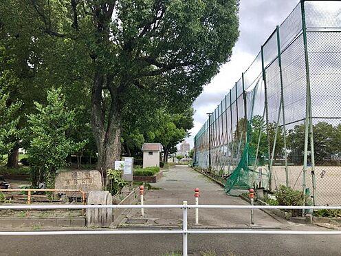 戸建賃貸-名古屋市港区港陽1丁目 港陽公園 180m 徒歩約2分 隣に野球場があります。富士山滑り台、ブランコなど小さなお子様とも遊びやすい公園です。