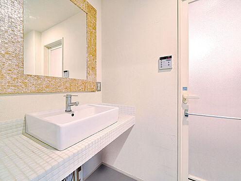 区分マンション-渋谷区恵比寿3丁目 モザイクタイルが印象的な洗面化粧台 (CGで作成したリフォームイメージです)