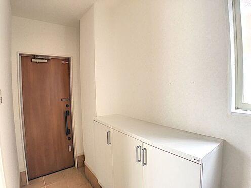 戸建賃貸-安城市桜井町塔見塚 玄関横にシューズボックスがついているので、片付いた玄関がキープできます。
