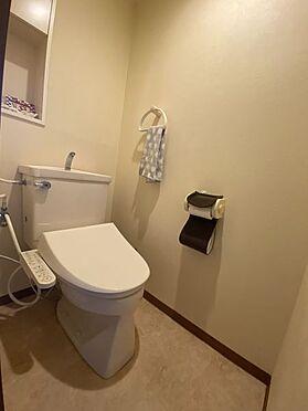 中古マンション-名古屋市名東区植園町1丁目 清潔感のあるトイレ。