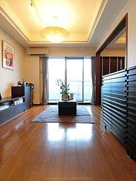 中古マンション-横浜市神奈川区栄町 明るいリビングはウッドカラー、フローリング奇麗です