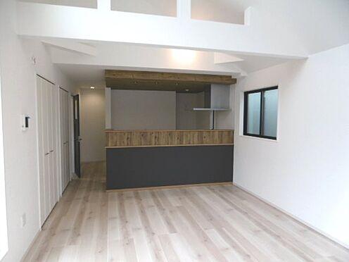 新築一戸建て-相模原市緑区橋本4丁目 2号棟のリビングとキッチン