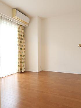 中古マンション-横浜市瀬谷区五貫目町 南面テラスに面した明るい約6帖の洋室