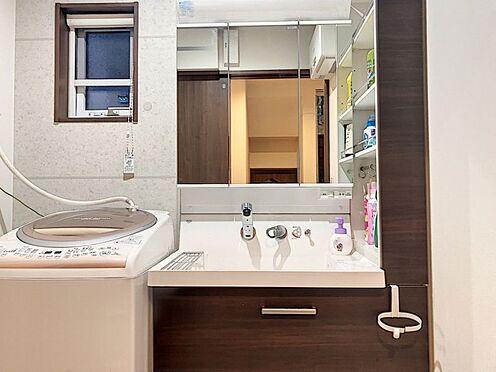 戸建賃貸-額田郡幸田町大字坂崎字石ノ塔 窓付きの明るい洗面所です。風通りも良好です!