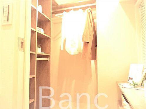 中古マンション-世田谷区上北沢4丁目 収納力豊富なウォークインクローゼットのあるお部屋