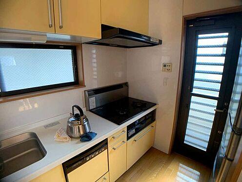 中古一戸建て-名古屋市西区宝地町 使い勝手の良いシステムキッチン。勝手口があり、ゴミ出しにも便利です♪