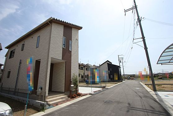 新築一戸建て-橿原市曽我町 大規模開発分譲地内にあり、前面道路幅は約6m。大型車でもスムーズに出し入れできます。とっても静かな環境です