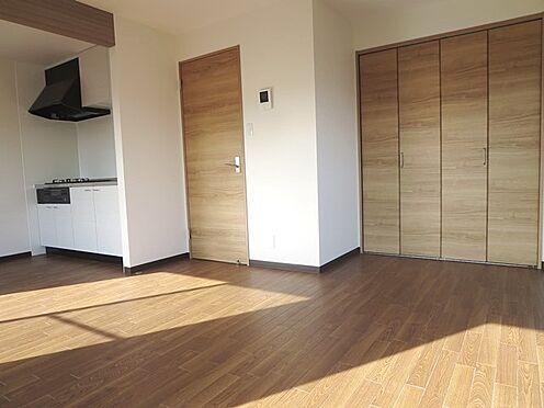 マンション(建物全部)-松戸市松飛台 約13帖の広々とした室内