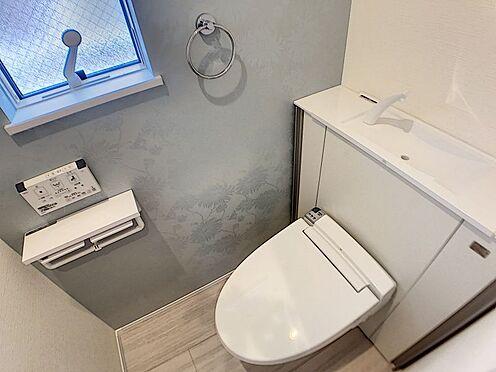 戸建賃貸-一宮市殿町3丁目 収納一体型トイレ。掃除道具などを収納しスッキリとさせることが出来ます。(1階のみ)