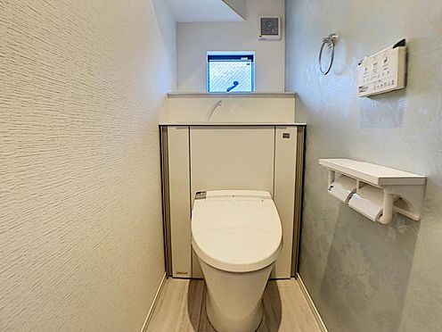 戸建賃貸-一宮市貴船1丁目 収納一体型トイレ。掃除道具などを収納しスッキリとさせることが出来ます。(1階のみ)