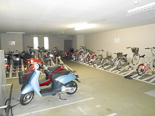 マンション(建物一部)-志木市本町5丁目 屋内駐輪場の様子