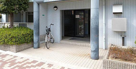 マンション(建物一部)-大阪市平野区長吉出戸8丁目 キレイに清掃されたエントランス