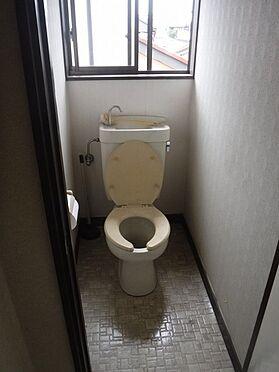 店舗付住宅(建物全部)-八街市八街に 2階アパート部分、階段上がって右側の2DKトイレの写真です
