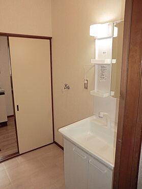戸建賃貸-熊谷市江南中央3丁目 洗面所とキッチンも行き来出来ます。