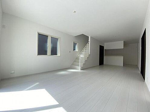 中古一戸建て-日進市岩崎町野田 リビング階段でご家族とのコミュニケーションがとりやすいです。