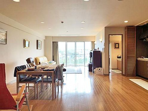 中古マンション-伊東市富戸 ≪LDK≫ 南西向きで日当たり良好な室内。