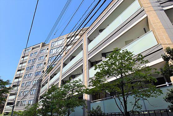 区分マンション-港区南麻布5丁目 現地外観 日本伝統の「入れ子」をイメージした、大小のフレームを重ねた外観