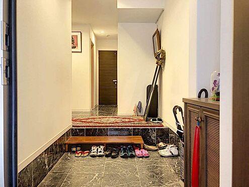 戸建賃貸-名古屋市千種区内山1丁目 高級感溢れる玄関です。お友達に自慢したくなっちゃいますね!