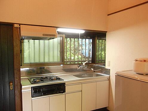中古一戸建て-北佐久郡軽井沢町大字長倉 キッチンスペースの様子です。十分な広さです。