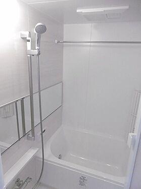 中古マンション-多摩市永山1丁目 1216サイズの浴室。浴室換気乾燥機付きです。