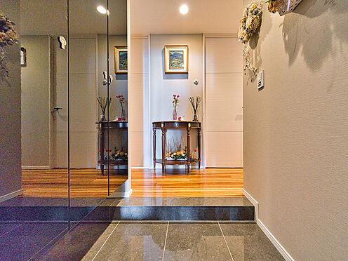 中古マンション-品川区西五反田3丁目 高級感のある大理石の玄関