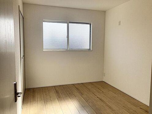 新築一戸建て-半田市平地町1丁目 各居室に収納スペースがございます
