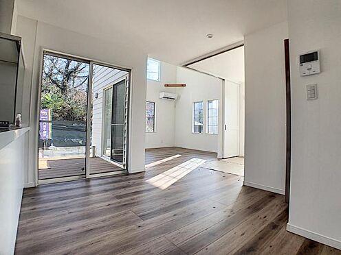 新築一戸建て-名古屋市守山区小幡北 リビングからウッドデッキに出られます。