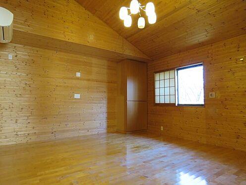中古一戸建て-八王子市大塚 寝室には、電動シャッターが設置されています。