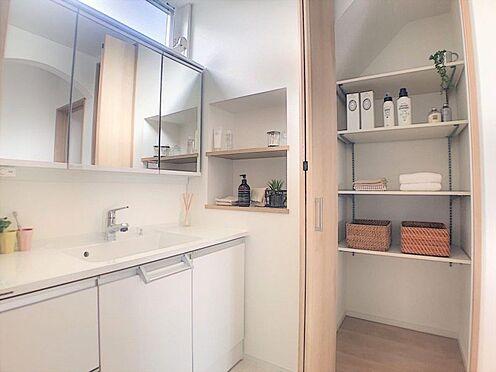 新築一戸建て-西尾市今川町石橋 洗面からお化粧まで!忙しい朝の準備にぴったりな洗髪洗面化粧台付き。