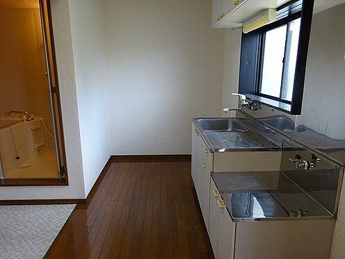 アパート-宇都宮市山本3丁目 B202(1DK)は、CDタイプ1DKと比べて玄関の出入り口の位置が違います。