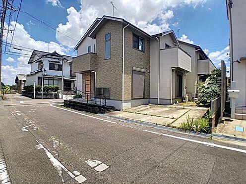 戸建賃貸-安城市和泉町八斗蒔 間口が広く駐車しやすいです。お車は並列2台駐車可能!