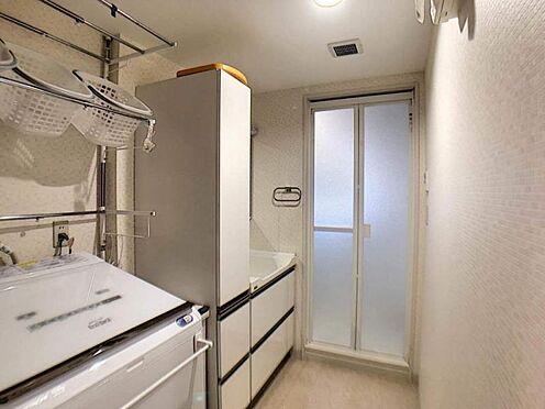 中古マンション-豊田市若林西町塚本 洗面台に収納スペースがある為、毎朝使用する道具が収納できるようになり、わざわざ道具を取りにいく必要が無くなります。