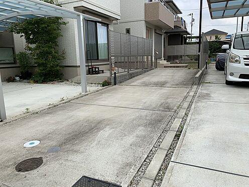 戸建賃貸-みよし市三好町大坪 駐車は3台可です!来客があっても安心ですね。