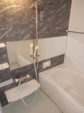 アパート-大東市北条2丁目 浴室は1800×1800規格 鏡は横1350×縦450サイズ