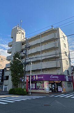 店舗付住宅(建物全部)-世田谷区世田谷1丁目 世田谷通りに面した角地に位置し、見栄えのする物件です。1階:店舗、2階以上:住戸35戸、から成るRC造一棟収益物件です。