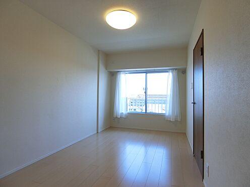中古マンション-新潟市中央区南出来島2丁目 書斎や寝室と使い勝手のいい約6.6帖洋室