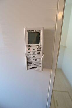 戸建賃貸-北葛城郡広陵町大字南郷 雨の日のお洗濯に役立つ浴室乾燥機。浴室のカビ予防にも活躍します。(同仕様)