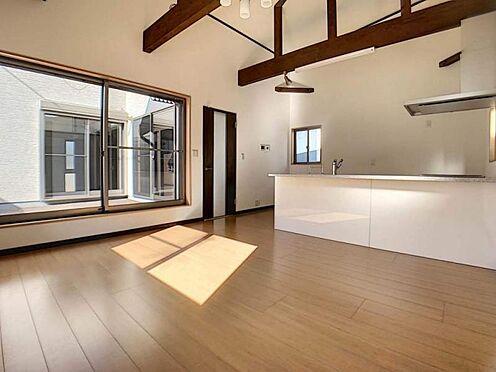 中古一戸建て-岡崎市舳越町字東沖 木材の暖かい質感をお部屋にプラスできる梁見せデザインです!